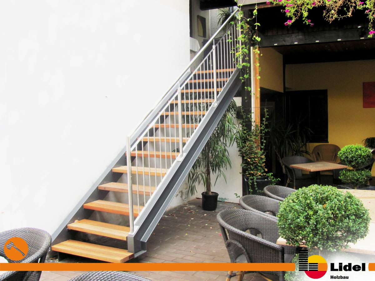 montage einer stahl holz treppe in der innenstadt augsburg. Black Bedroom Furniture Sets. Home Design Ideas