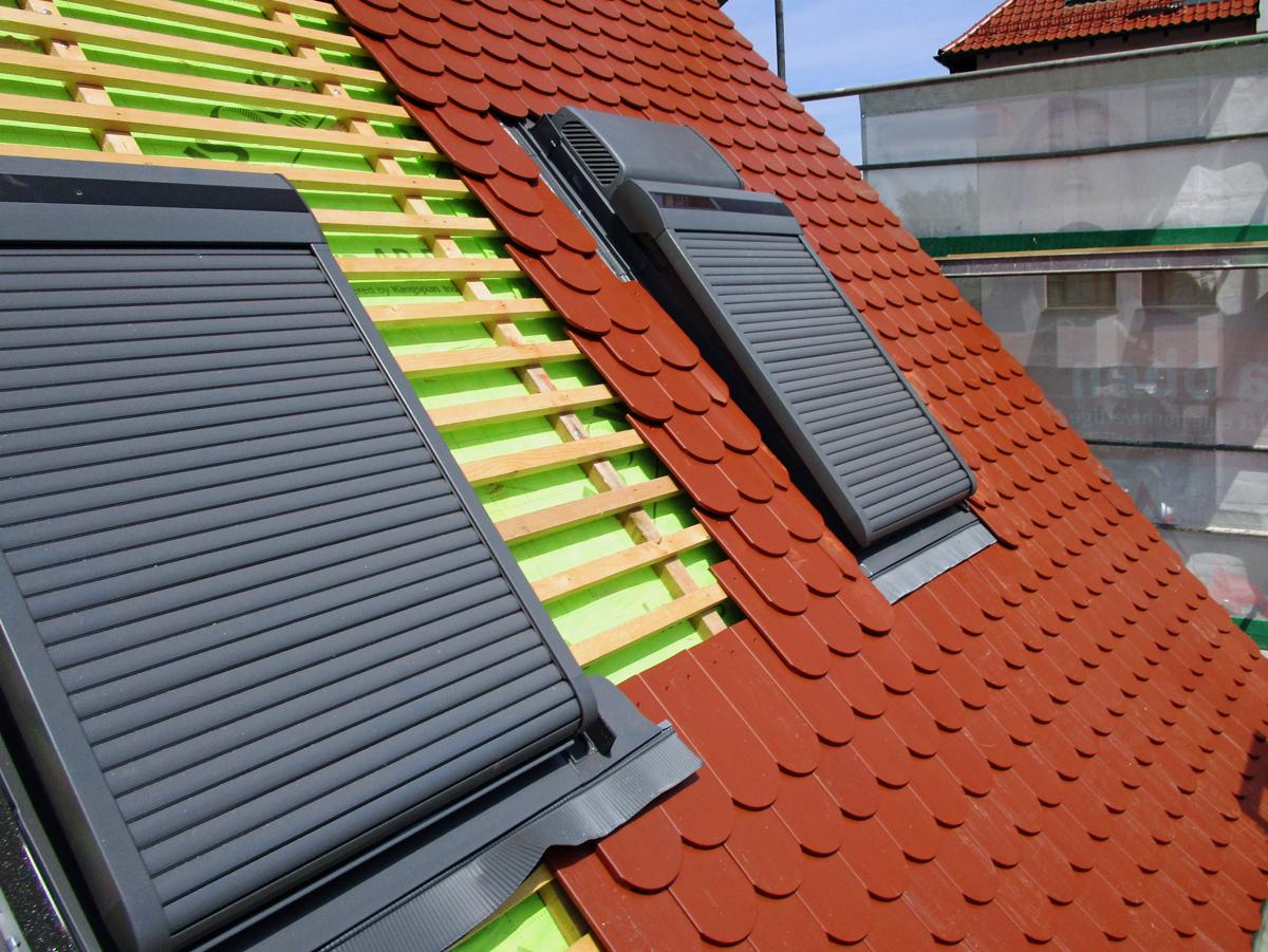 Berühmt Einbau eines VELUX Dachflächenfensters mit Rolladen und Smart QW43