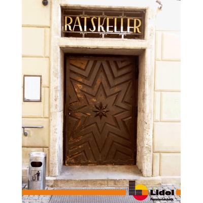 Rathaus-Tür vor der Sanierung